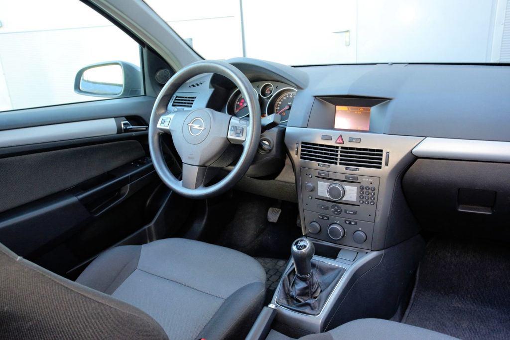 Opel Astra III - deska rozdzielcza