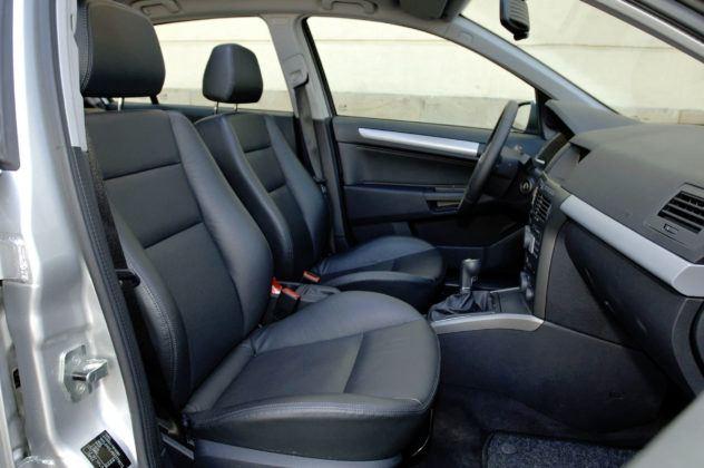 Opel Astra III - fotel pasażera
