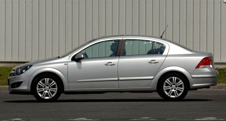 Opel Astra III sedan