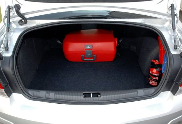 Opel Astra III sedan - bagażnik