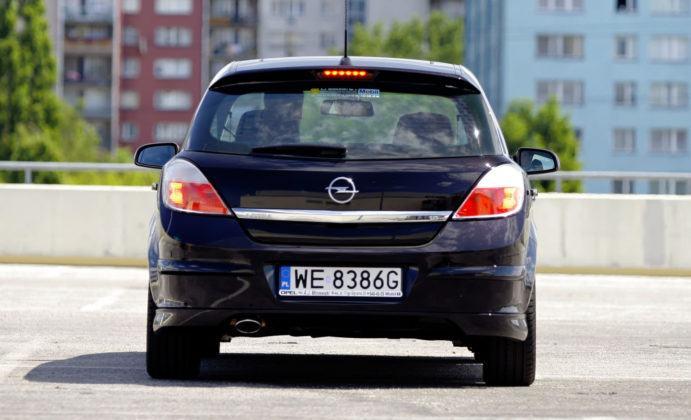 Opel Astra III - tył