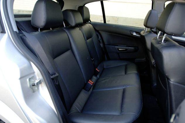 Opel Astra III - tylna kanapa
