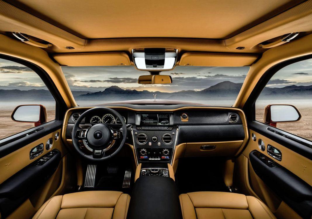 Rolls-Royce Cullinan - deska rozdzielcza