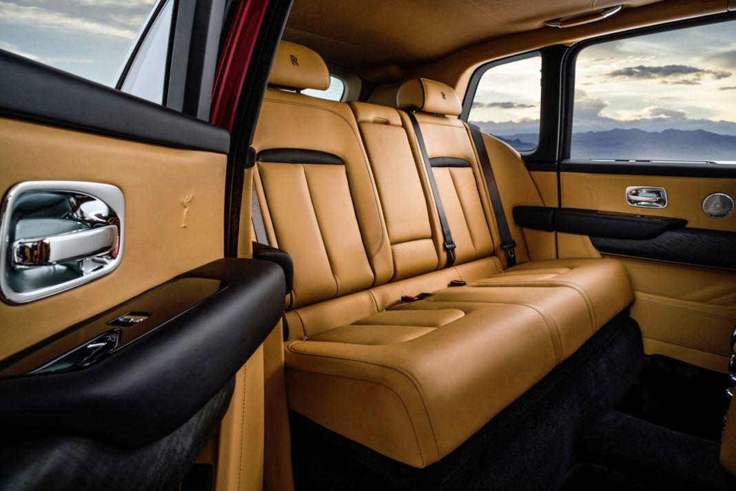 Rolls-Royce Cullinan - tylna kanapa