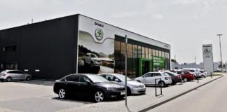 Sprzedaż aut w latach 1992-2017 - otwierające