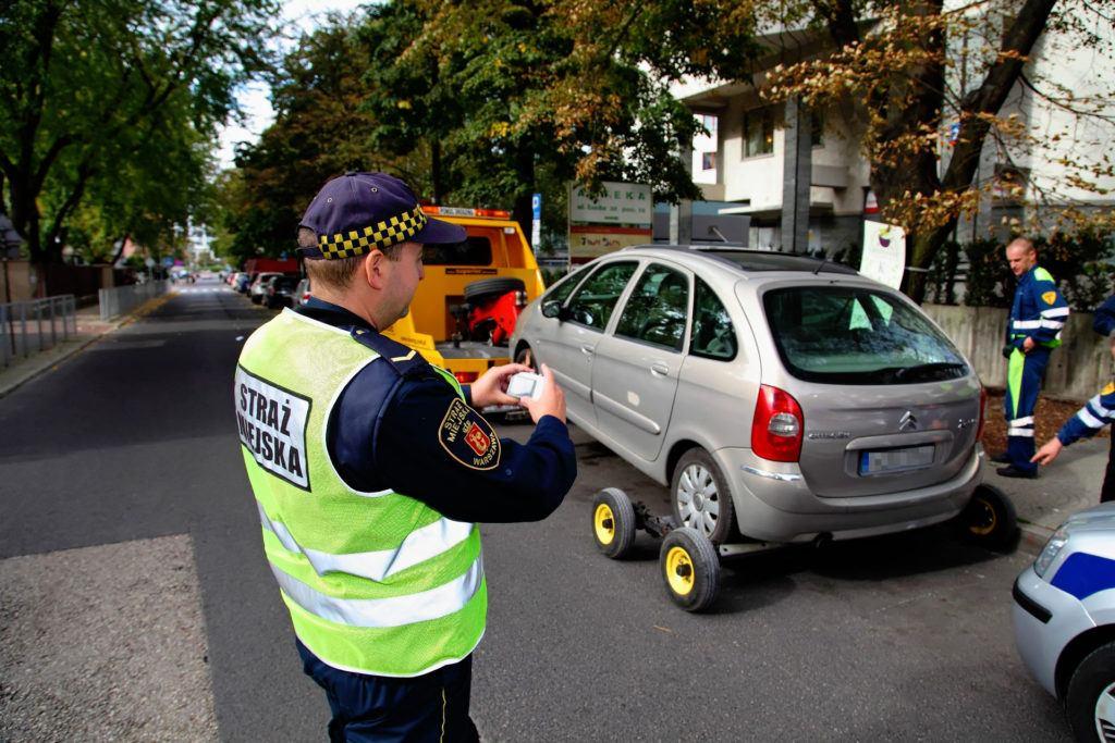 Odholowanie pojazdu - straż miejska.