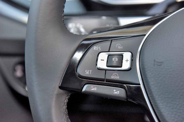 Volkswagen Polo - przyciski na kierownicy