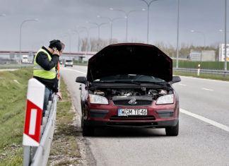 Jak sobie poradzić z awariami samochodu w trasie? Nie trzeba być mechanikiem!