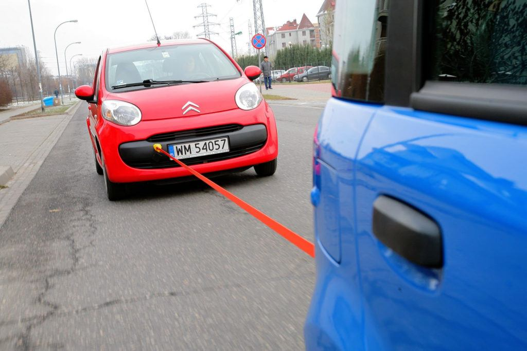 odpalanie auta poprzez holowanie