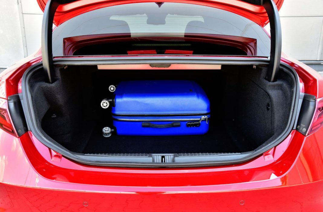 Alfa Romeo Giulia Quadrifoglio - bagażnik