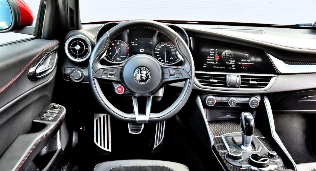 Alfa Romeo Giulia Quadrifoglio - deska rozdzielcza