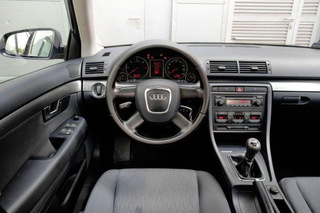 Audi A4 B7 - deska rozdzielcza
