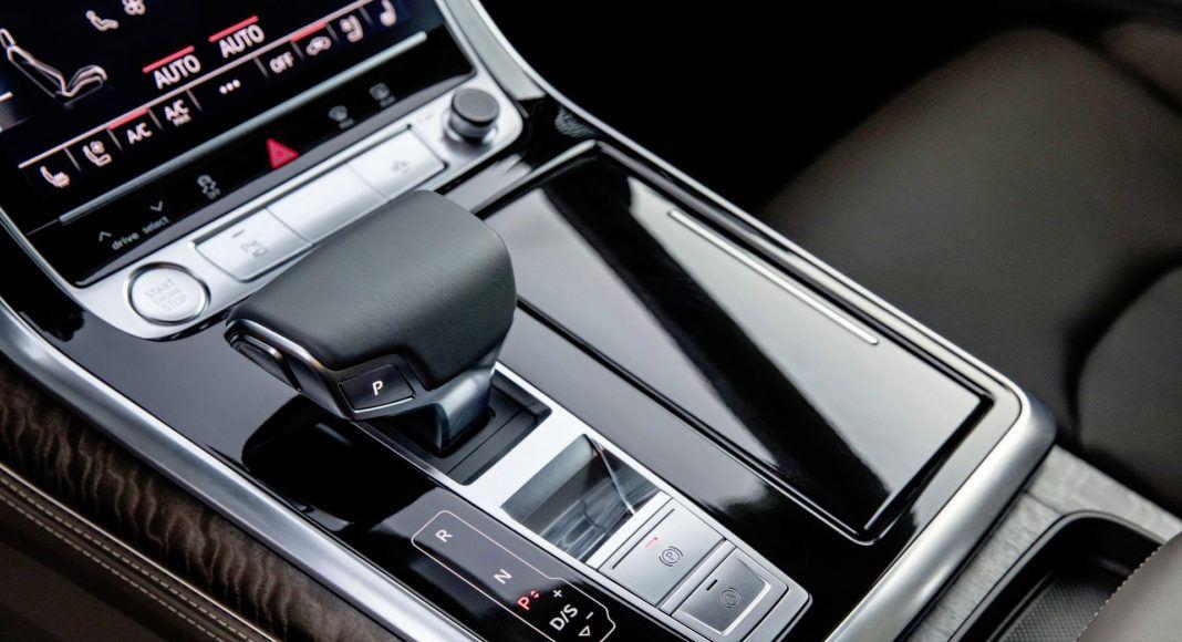 Audi Q8 - dźwignia biegów