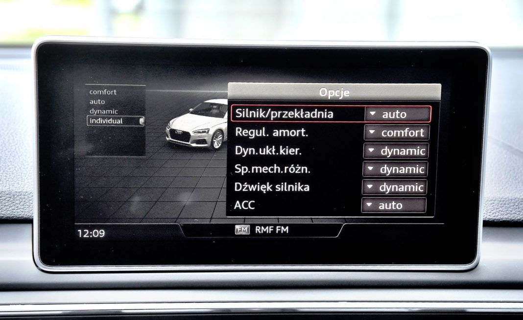 Audi RS 5 - ekran