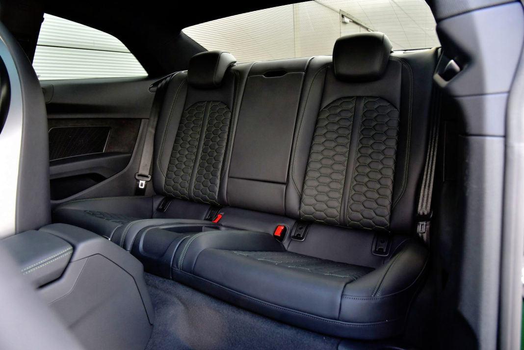 Audi RS 5 - tylna kanapa