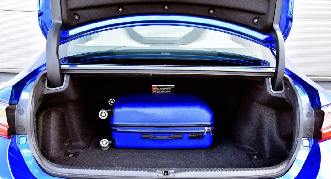 Lexus RC F - bagażnik