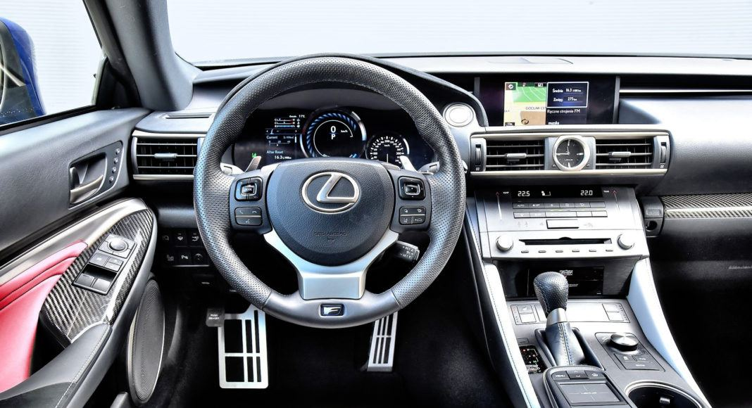 Lexus RC F - deska rozdzielcza