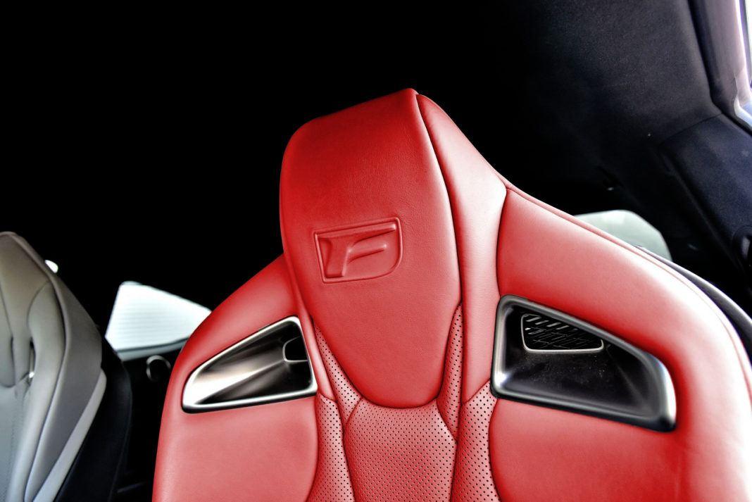 Lexus RC F - oparcie fotela