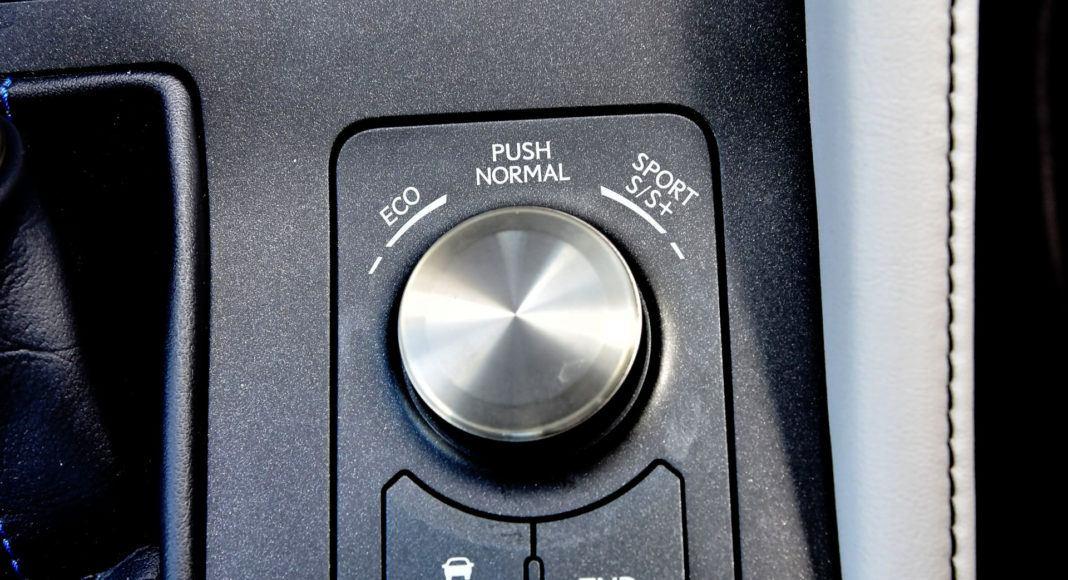 Lexus RC F - pokrętło