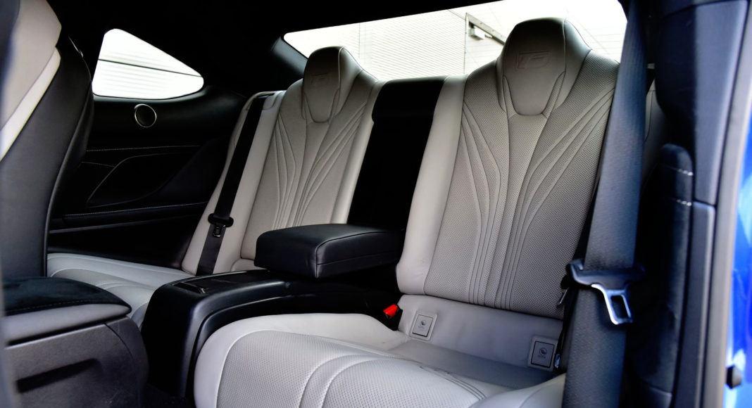 Lexus RC F - tylna kanapa