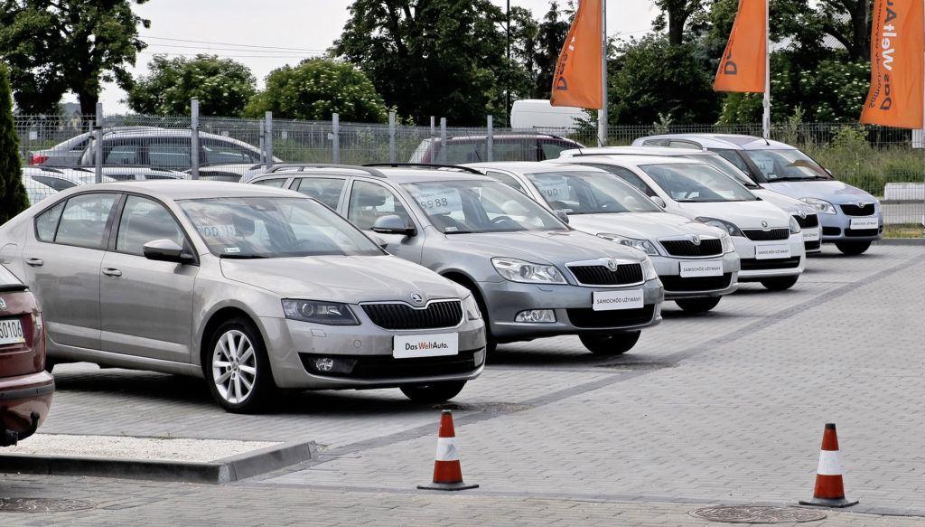 Liczba aut nowych i używanych na 1000 mieszkańców - komis