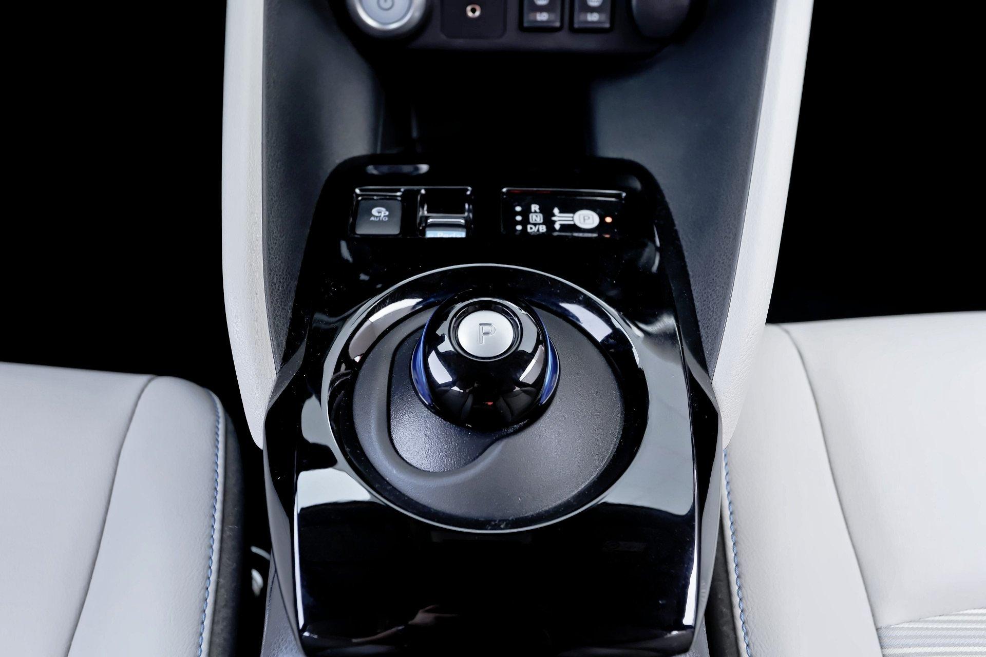 Nissan Leaf - dźwignia