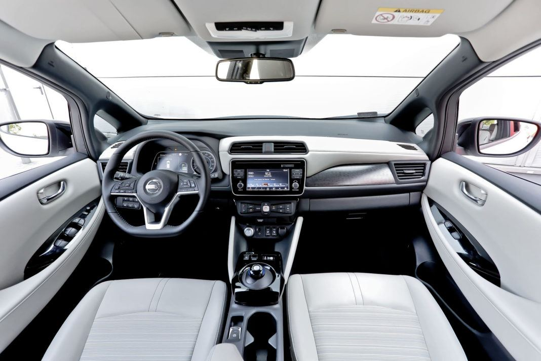 Nissan Leaf - deska rozdzielcza