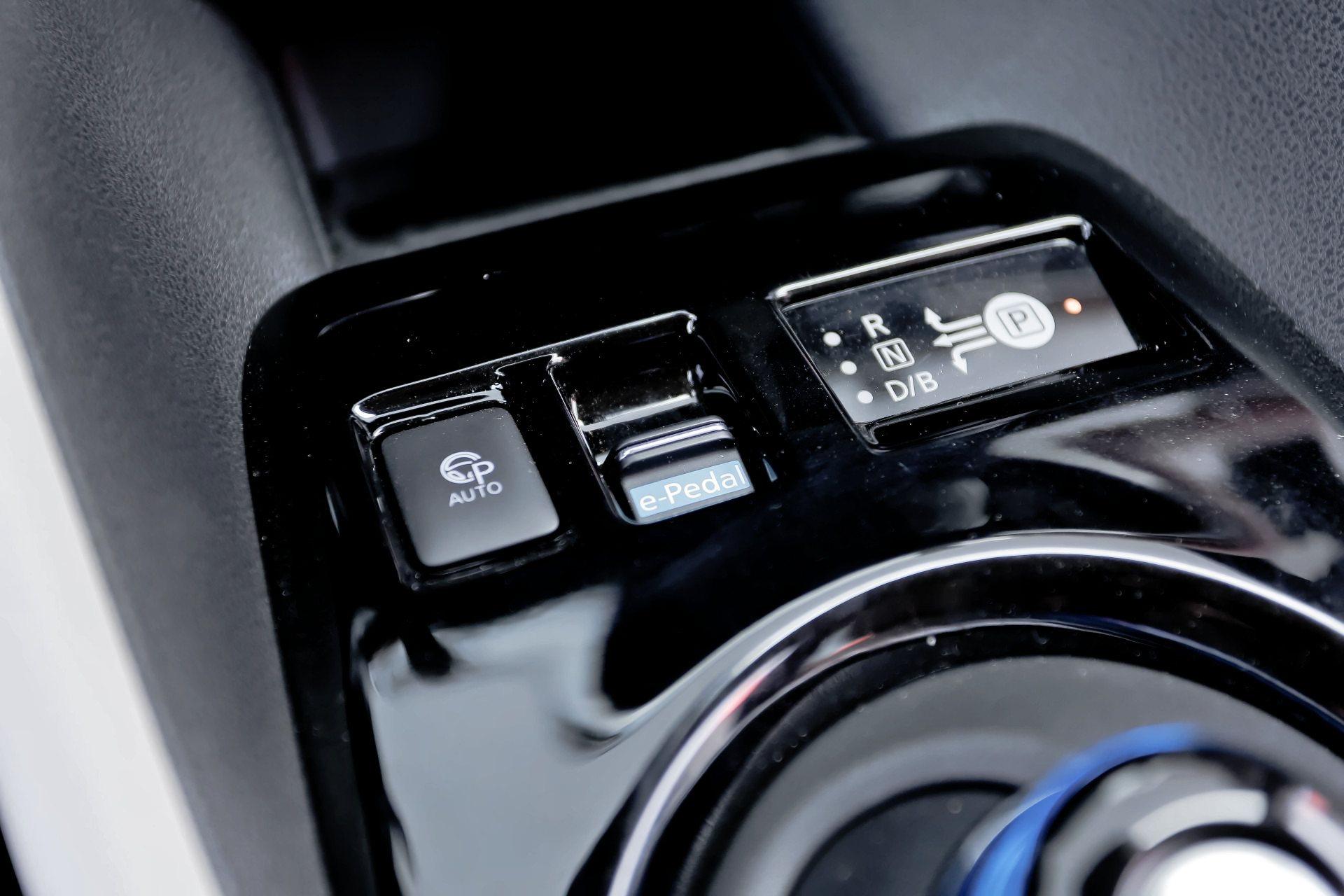 Nissan Leaf - przyciski