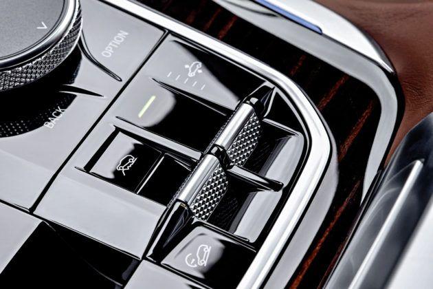 Nowe BMW X5 - przełączniki asystenta zjazdu i zmiany prześwitu
