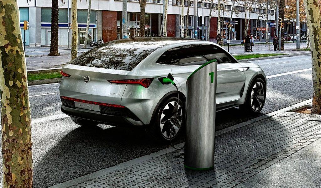 Prototypowa Skoda Vision E - zapowiedź SUV-a w stylu coupe z napędem elektrycznym o mocy ponad 300 KM i zasięgiem około 500 km.