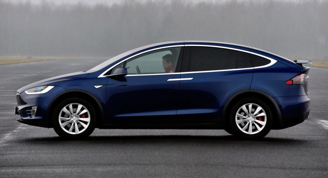 Tesla Model X - bok