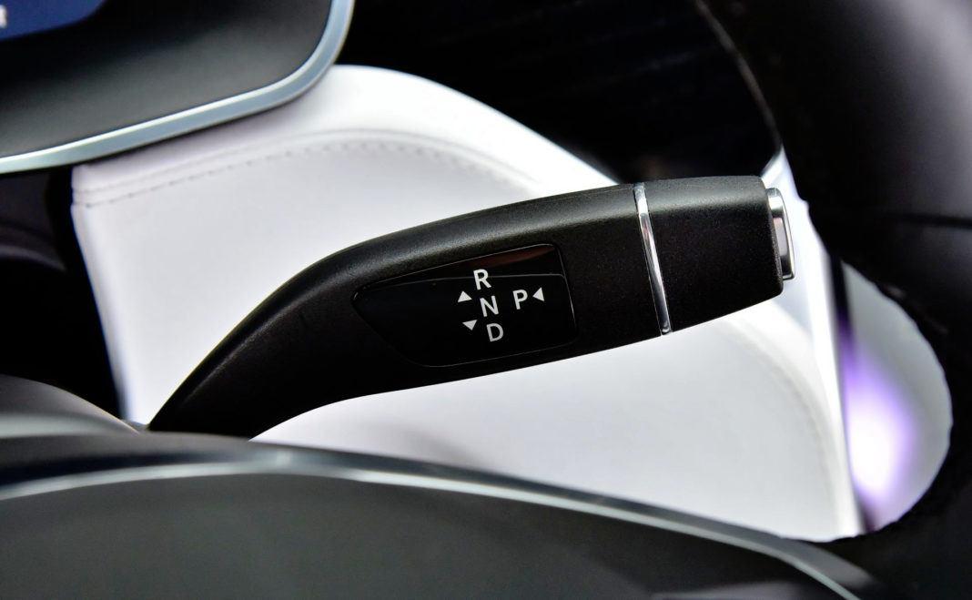 Tesla Model X - dźwignia skrzyni biegów