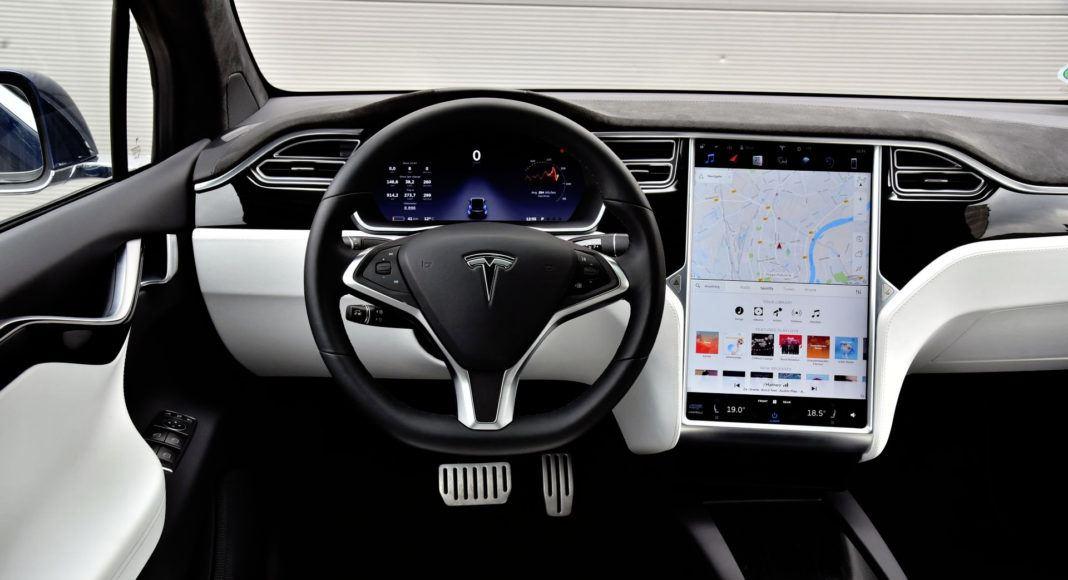 Tesla Model X - deska rozdzielcza