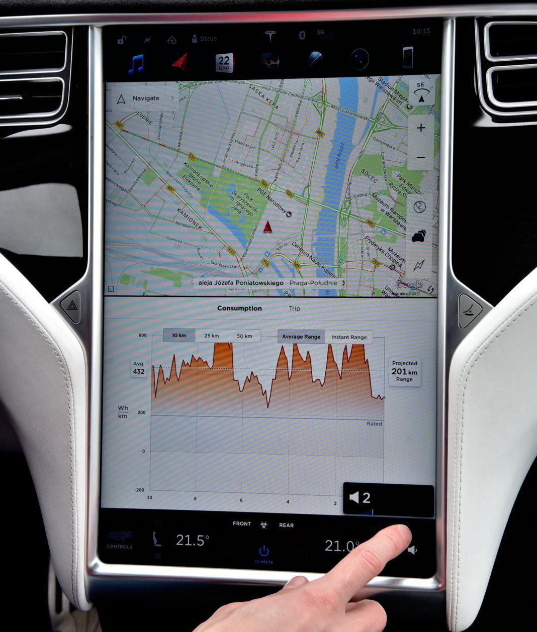 Tesla Model X - ekran środkowy