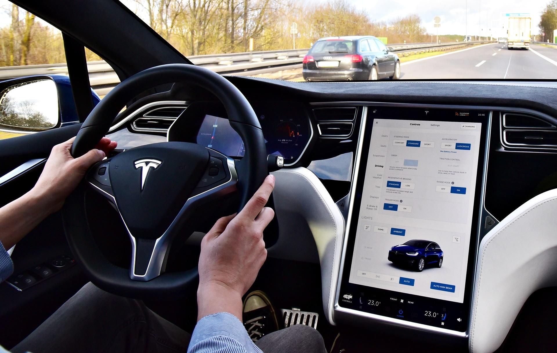 Tesla Model X - ekran