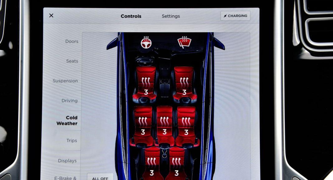 Tesla Model X - podgrzewanie foteli