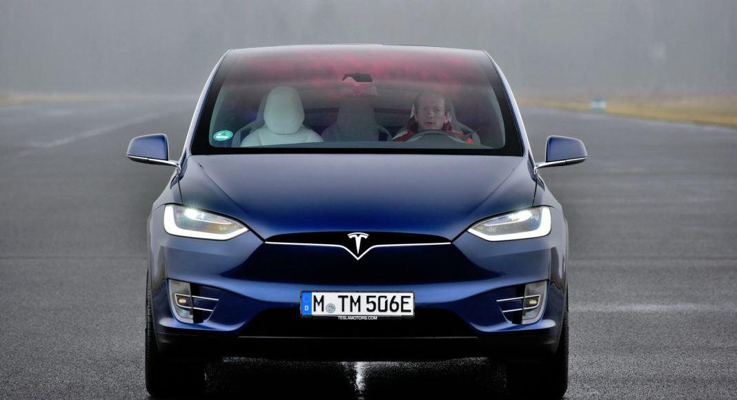 Tesla Model X - przód