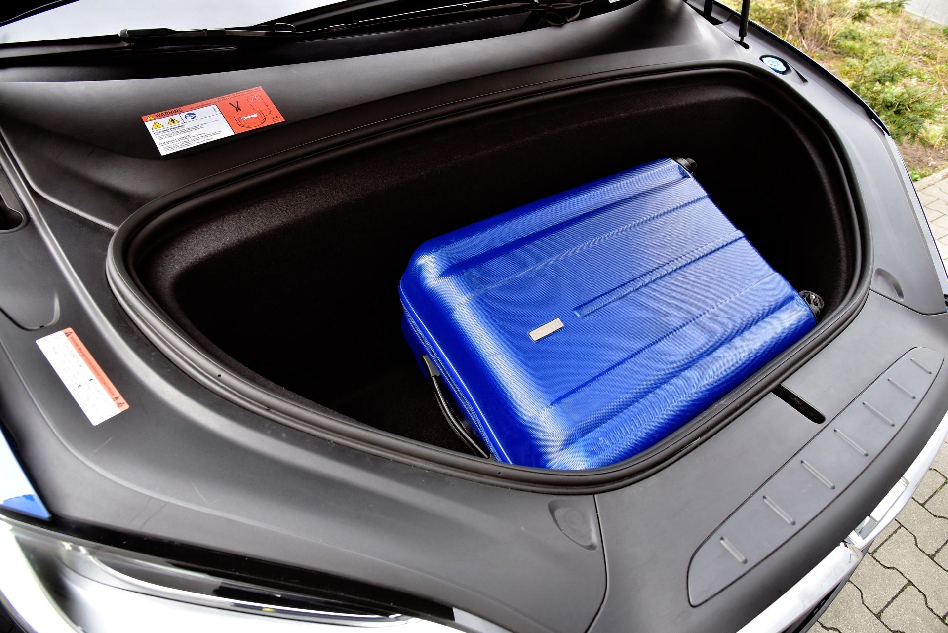Tesla Model X - przedni bagażnik