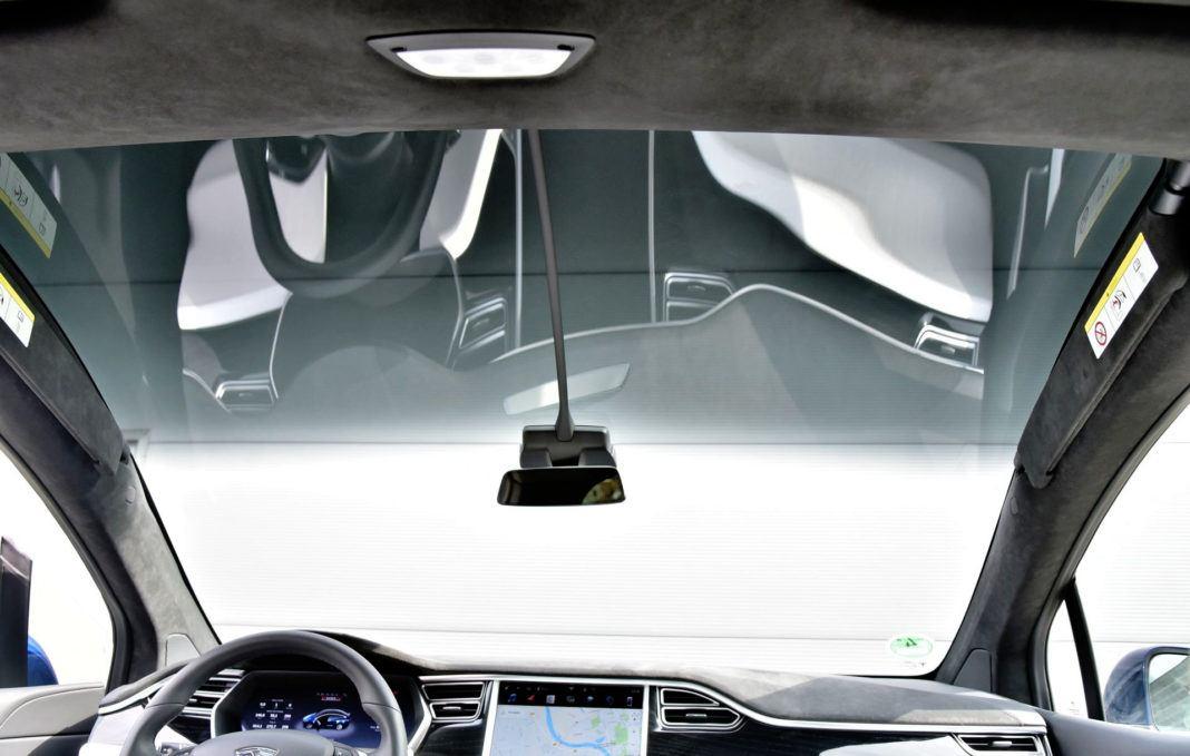 Tesla Model X - przednia szyba