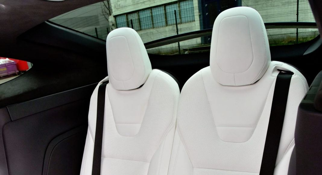 Tesla Model X - trzeci rząd siedzeń