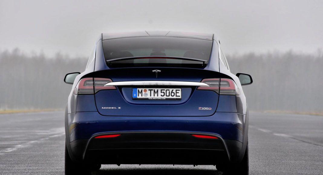 Tesla Model X - tył