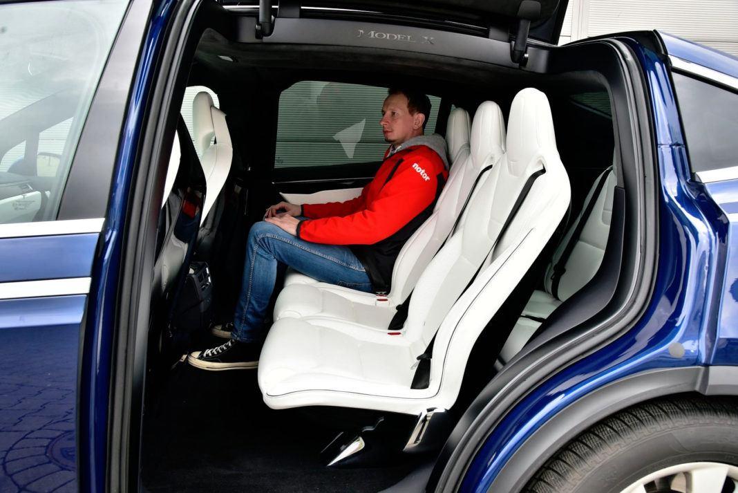 Tesla Model X - tylna kanapa