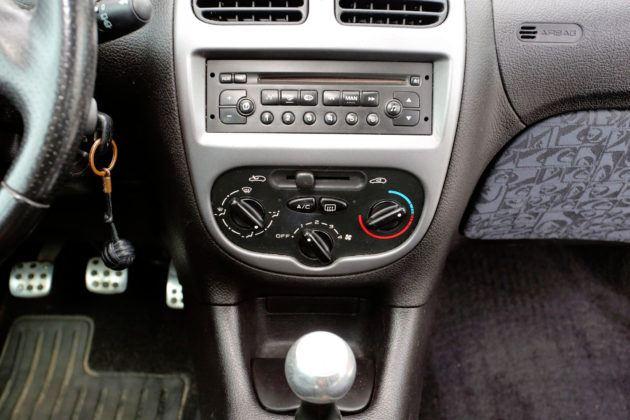 Używany Peugeot 206 - konsola