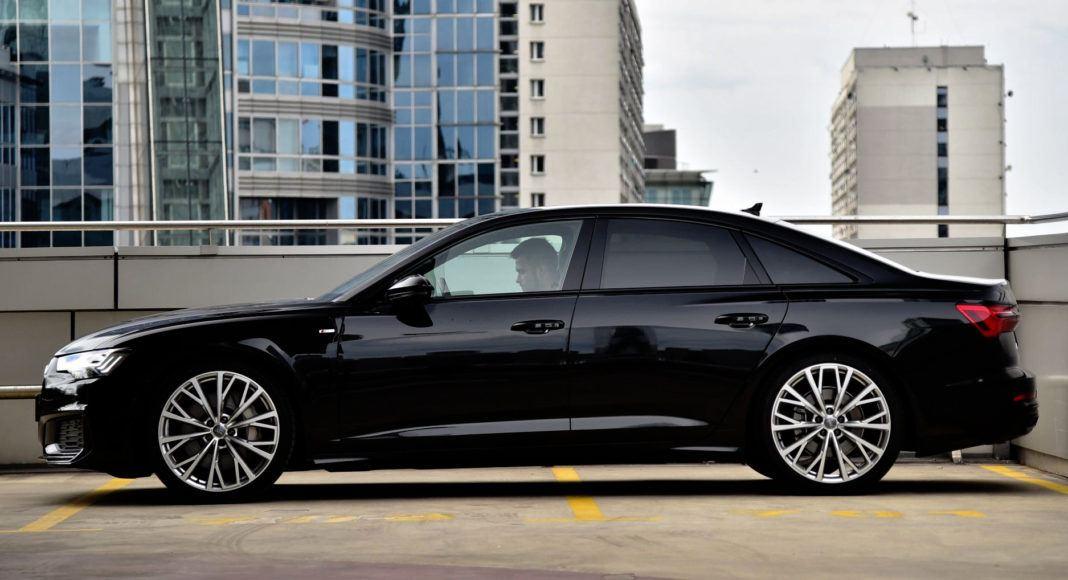Audi A6 - bok
