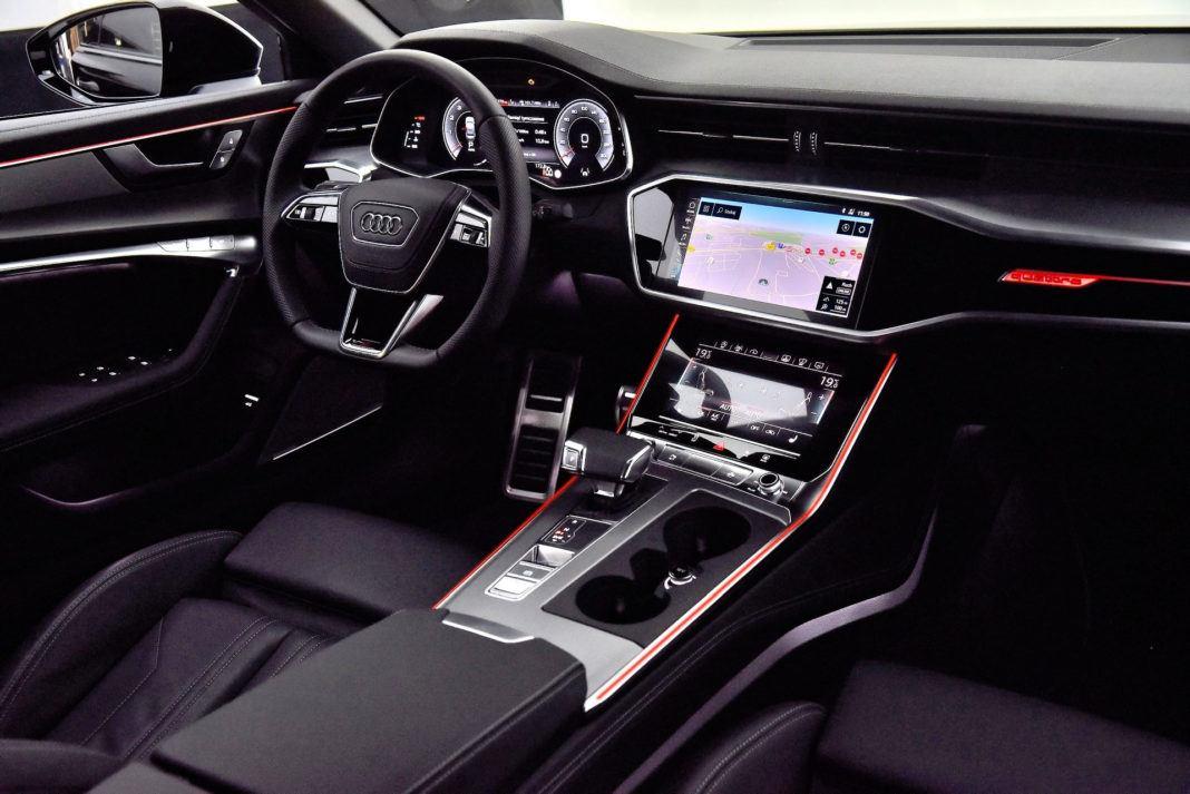 Audi A6 - deska po ciemku