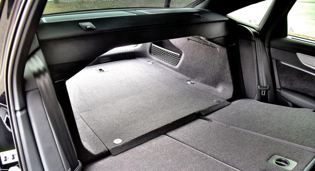 Audi A6 - złożona kanapa