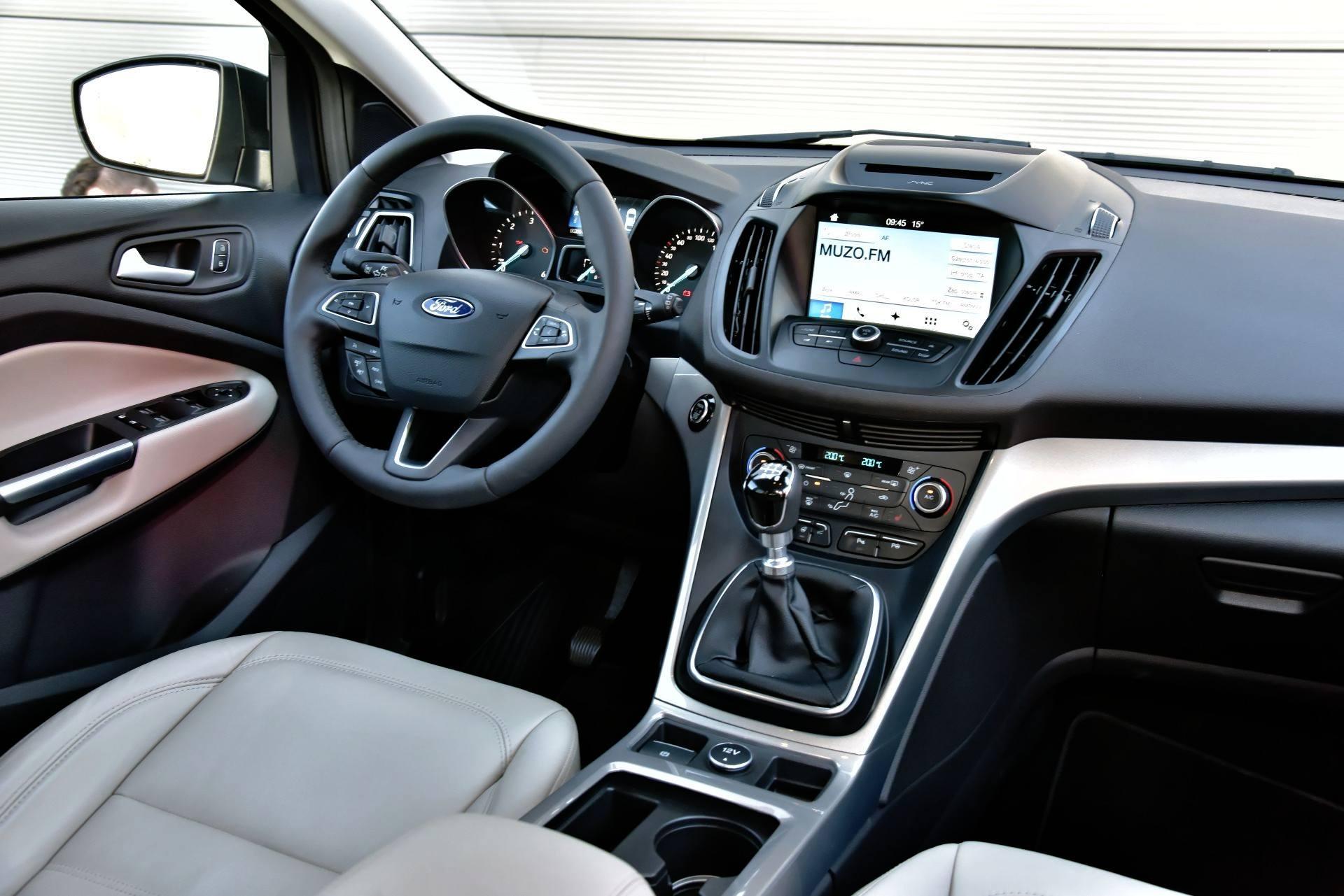 Ford Kuga - deska rozdzielcza