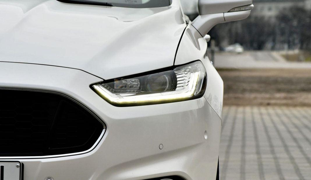 Ford Mondeo - światło