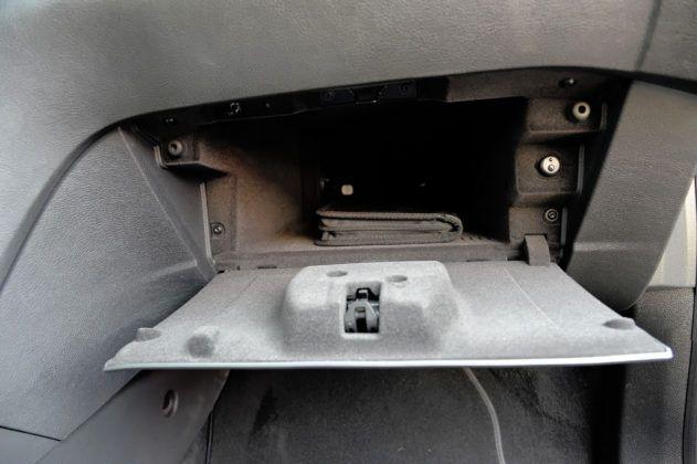 Ford Mondeo IV - schowek