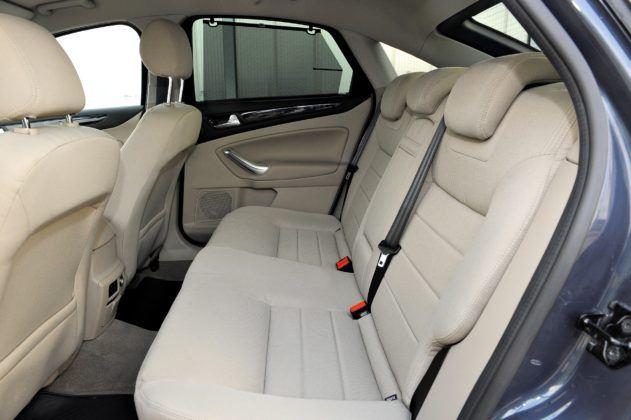 Ford Mondeo IV - tylna kanapa